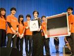 世界最高の歌姫、エンヤ (Enya) – 東日本大震災チャリティパーティーで、被災児童支援のためパフォーマンスを披露 (2016年3月22日 at グランドプリンスホテル新高輪)