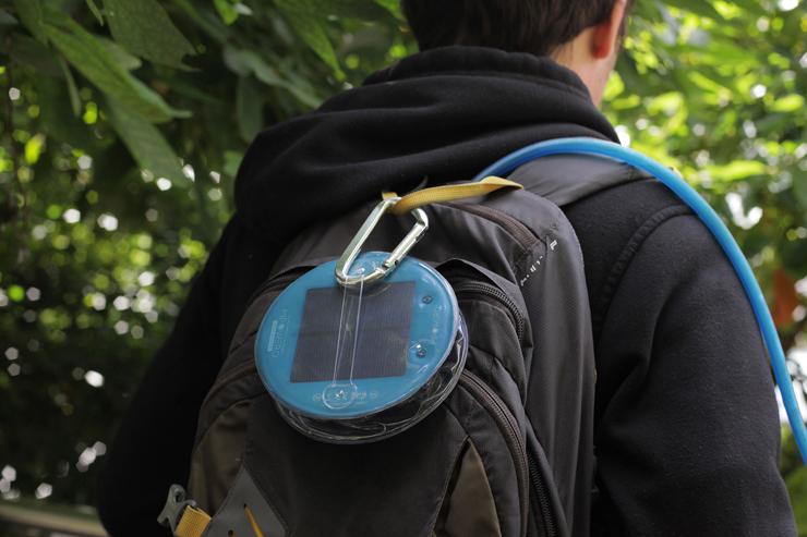 空気で膨らむソーラー充電式のLEDランタン『エムパワード アウトドア』発売。