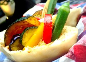 <pour-kur × 代々木カリー>彩野菜とビンダルーカリーのピタサンド