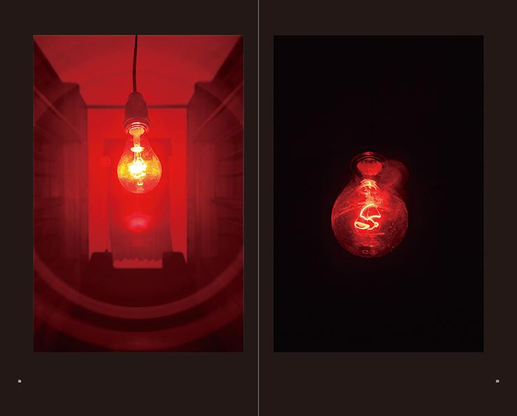 『クリスチャン・ボルタンスキー アニミタス―さざめく亡霊たち』公式展示図録発売。展覧会は東京都庭園美術館で2016年12月25日(日)まで開催。