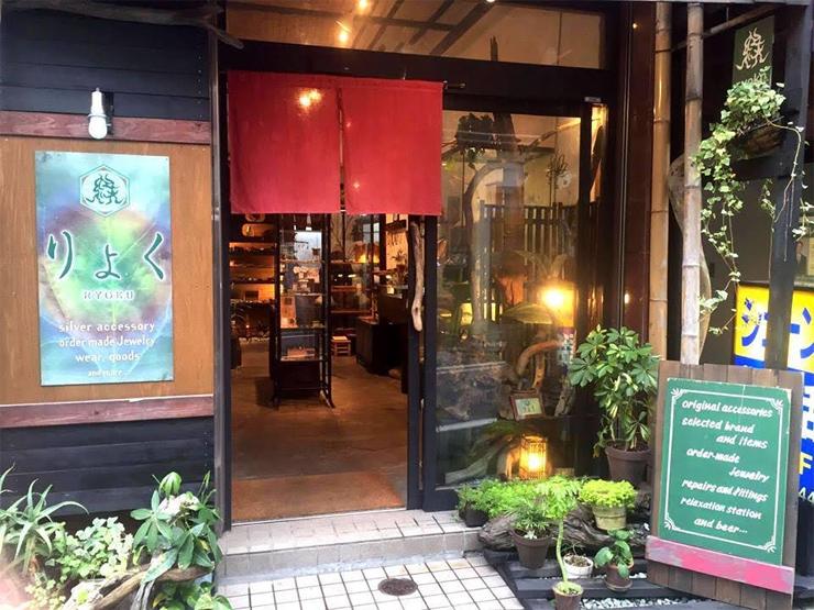 アンダーグラウンドの世界を独自の視点から発信しているアパレルブランド『神眼芸術』が 路面店での取り扱いを開始。