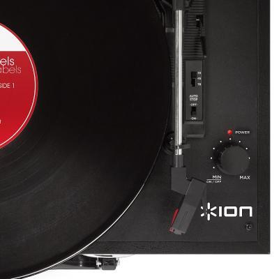 トランク型レコードプレーヤー『Vinyl Transport Black/Red/Blue』発売。