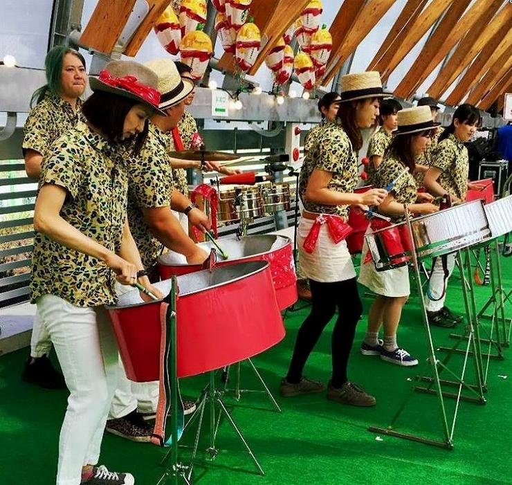 トリニダード・トバゴの楽器「スティールパン」の体験とパフォーマンスが楽しめる。