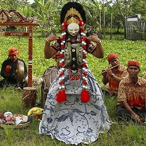 チルボン仮面舞踊 (インドネシア)
