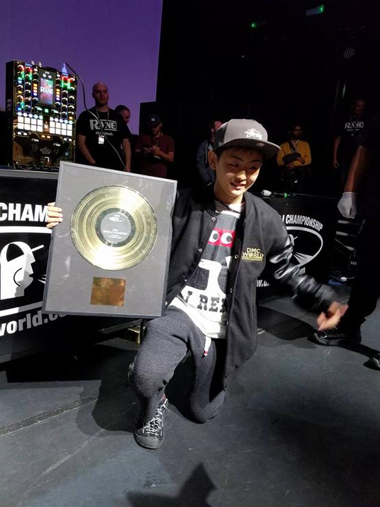 『DMC WORLD DJ CHAMPIONSHIP2017』日本史上初、シングルとバトルの両部門制覇。12歳の少年とベテランDJが揃って世界一に!