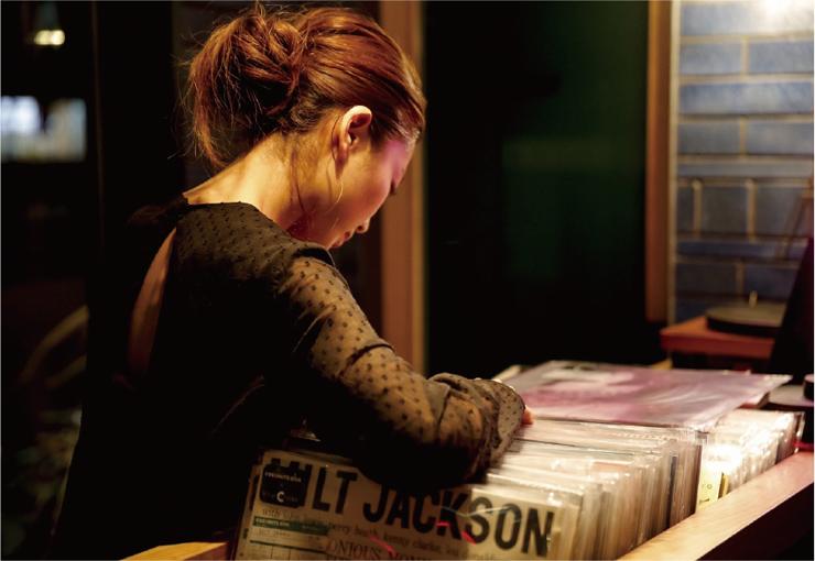 HOTEL SHE,OSAKA全室にアナログレコードプレイヤーとキュレーションレコードを導