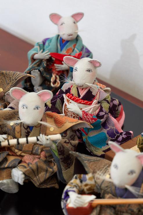 淡い色合いの江戸縮緬で作ったねずみの嫁入り人形