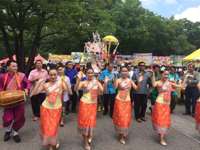 ラオスロケット祭りパレード