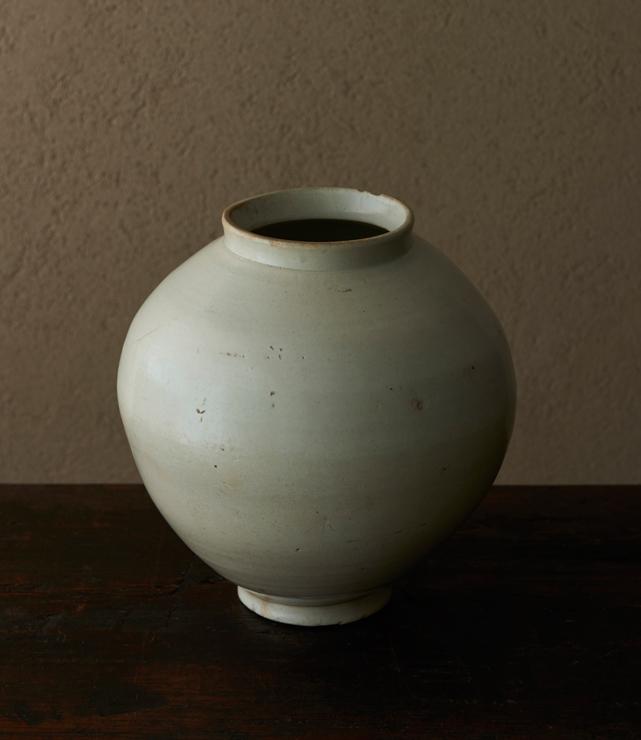 白磁満月壷」   4-23 大塚美術