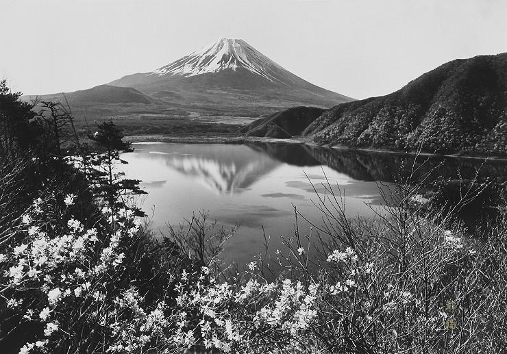 「湖畔の春」撮影:岡田紅陽 収蔵岡田紅陽写真美術館