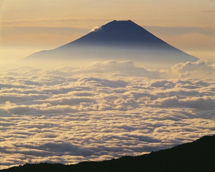 南アルプス千枚岳から「雲海と富士」 撮影:白籏史朗