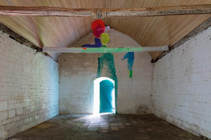 『Chêne, Châtaigne (栗、樫)』 2021 年 |壁、天井、梁にペイント(顔料・アクリル) 可変 フォトクレジット : © Mari Minato – saif | photo : Stépahne Cuisset