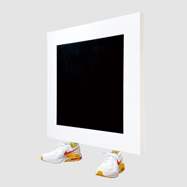 スニーカーを履いた黒の正方形 Black Square In Sneakers Acrylic on wood board,sneakers   84.5x79.5x30cm   2021]
